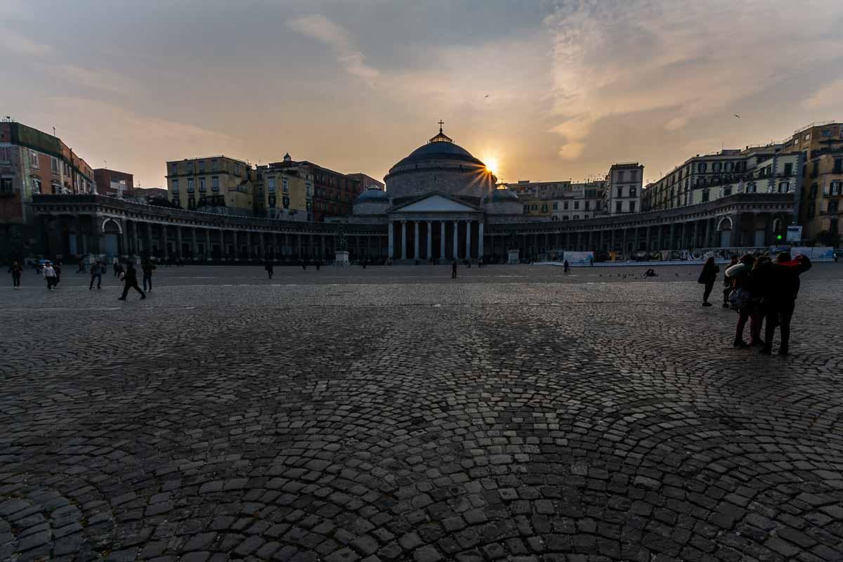 Cosa vedere a Napoli piazza del plebiscito